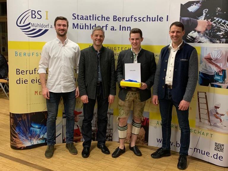 Erfolgreicher Ausbildungsabschluss für Johannes Werner